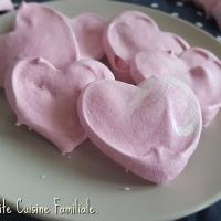 Coeurs roses en meringue