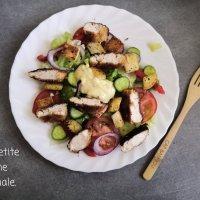 Salade au poulet et croûtons
